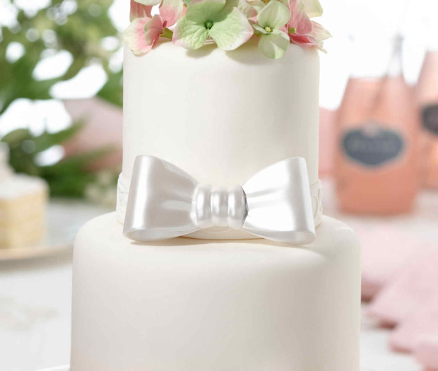 Lillian Rose Resin Bow Cake pick White