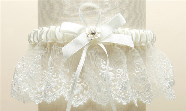 Mariell Embroidered Ivory Lace Scalloped Garter with Brushed Silver flower