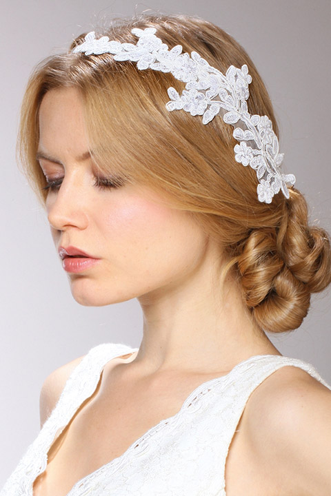 Mariell Couture Cascading 1-Sided Bridal Veil with White Lace Garland Headband