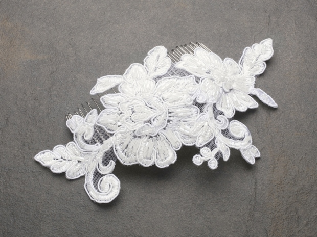 Mariell Romantic English Rose Ivory Lace Wedding Comb